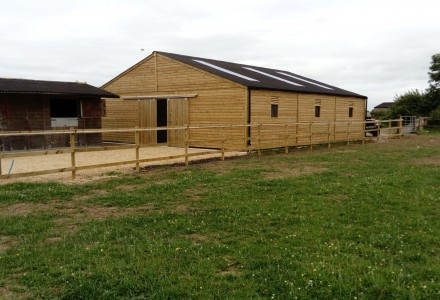 Manufacturer Of American Barn Broadfield Stables